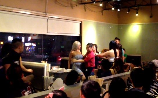 Bagarre de filles dans un restaurant à Toronto