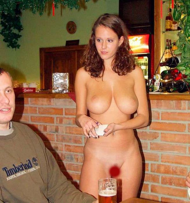 Фото голые девушки в баре