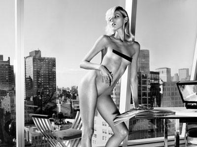 Anja Rubik pose nue pour Industrie Magazine