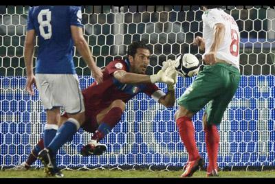 L'arrêt réflexe de Gianluigi Buffon face à la Bulgarie