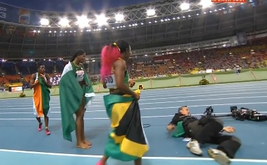 La chute d'un caméraman durant les mondiaux d'athlétisme