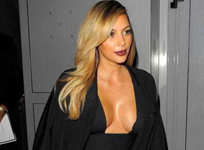 Le décolleté de Kim Kardashian à Paris