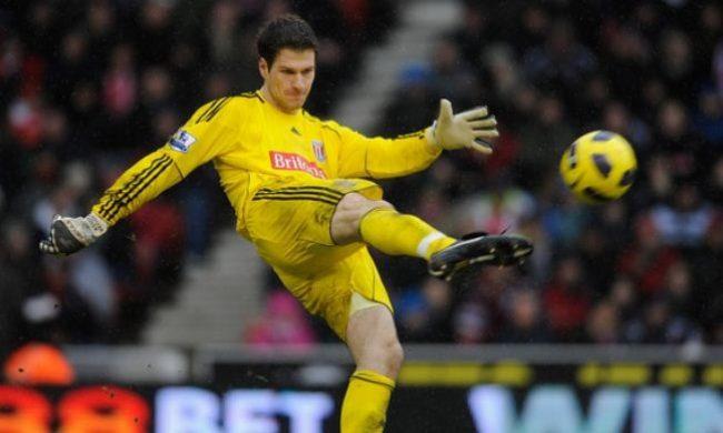 Le gardien de but de Stoke City marque un but après 18 secondes
