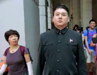 Le faux Kim Jong Un se ballade dans les rues de Hong Kong