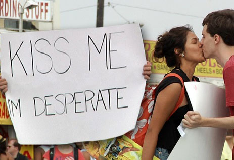 Embrasse moi, je suis désespéré !