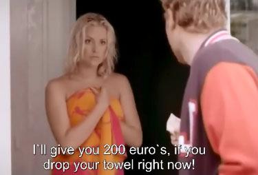 Elle fait tomber sa serviette contre 200 euros