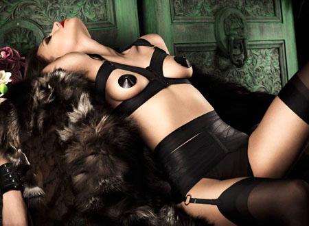 Aniko Michnyaova sensuelle pour la marque de lingerie «Bordelle»