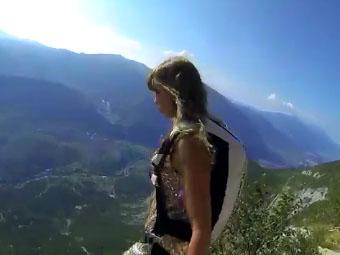 GoPro fait sauter en base jump la top model Roberta Mancino