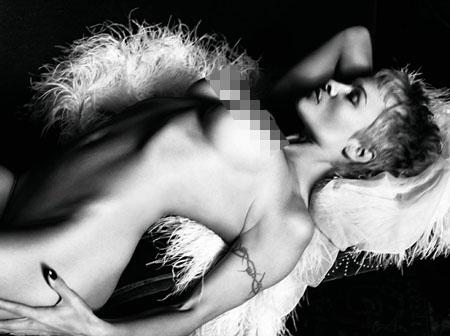 A 46 ans, Pamela Anderson pose nue dans Purple magazine