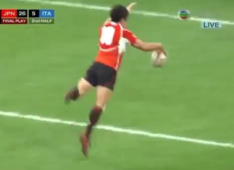 Kosuke Hashino se tape la honte en manquant un essai au rugby