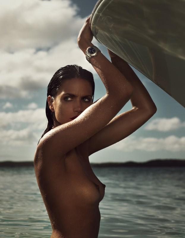 Missy Rayder agrippée à un bateau pour Vogue