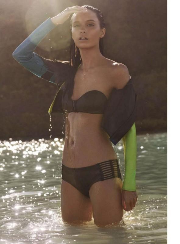 Beth Edwards maillots de bain Magazine Cosmopolitan Sajou