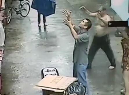 Un héros chinois rattrape au vol un bébé tombé de sa fenêtre