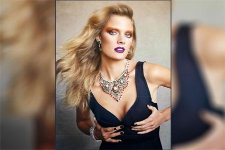 Constance Jablonski en couverture du magazine Vogue Espagne