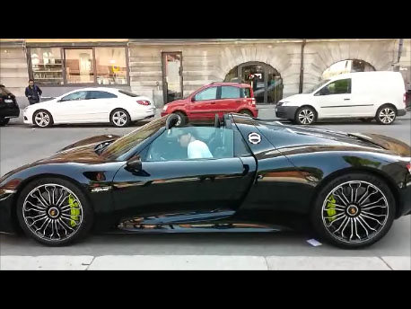 la jolie porsche 918 spyder de zlatan ibrahimovic en su de. Black Bedroom Furniture Sets. Home Design Ideas