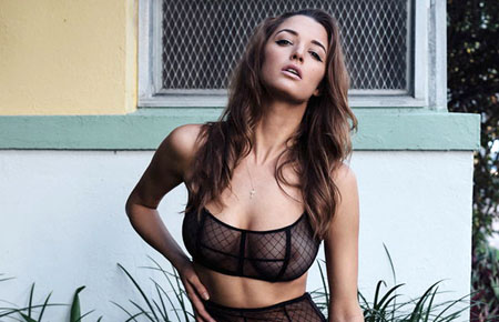 Alyssa Arce en transparence pour Yume Magazine