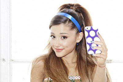 Ariana Grande prend des selfies pour Seventeen Magazine