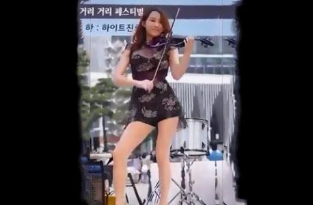 Une jolie coréenne joue magnifiquement bien du violon