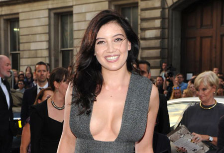 Un petit sideboob pour Daisy Lowe aux GQ Men of the Year 2014