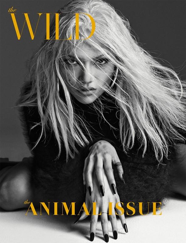 Charlotte Carey pose pour Wild Magazine