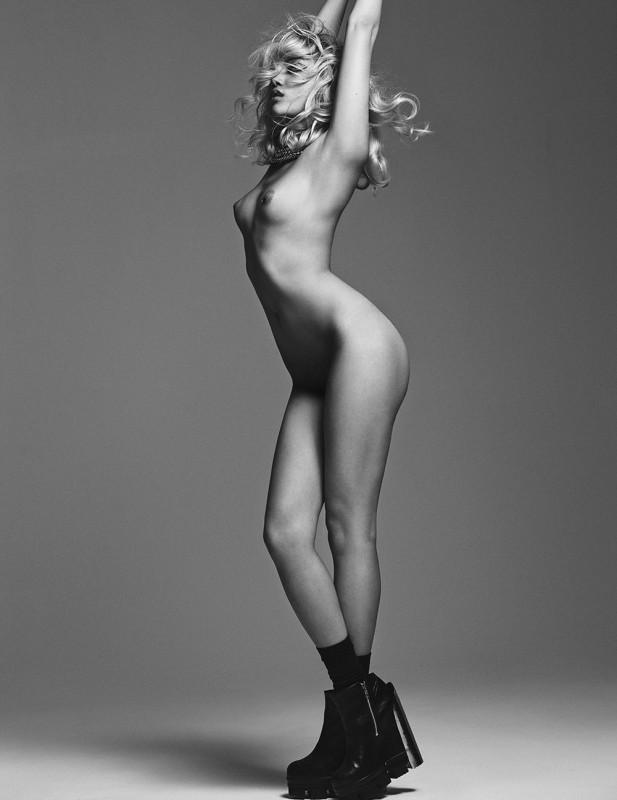 Charlotte Carey nue pour le magazine Wild