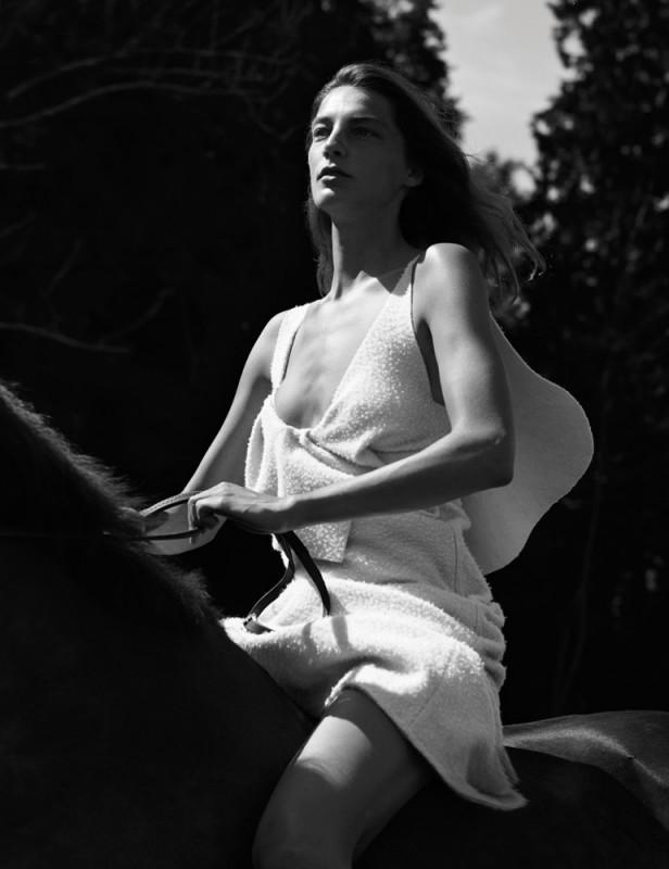 Daria Werbowy pose pour le magazine Interview