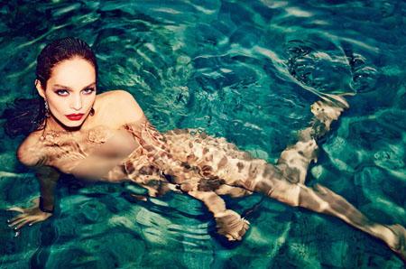 Viva le Brésil avec Luma Grothe dans le magazine Vogue
