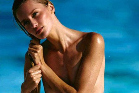 Linda Vojtova en maillots de bain pour ELLE Australie Novembre 2014