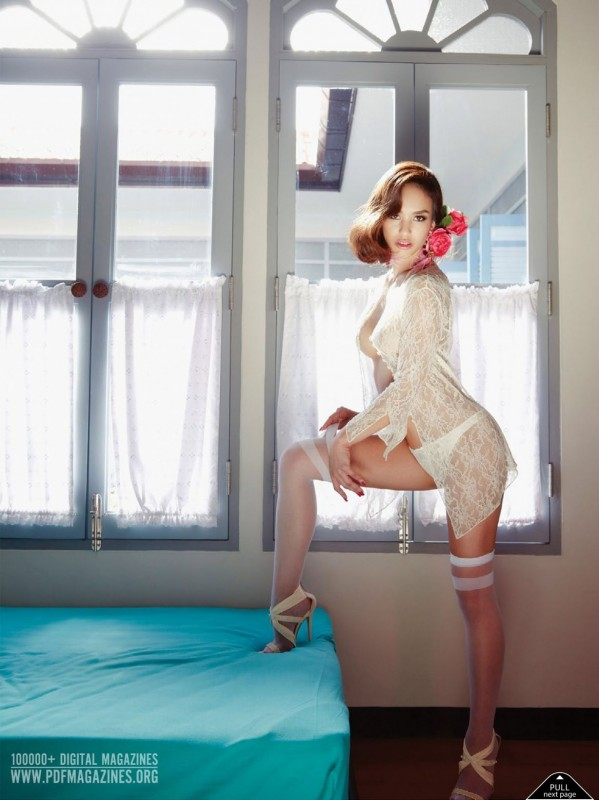 Pakkamon Sathiraboot pose dans le magazine Playboy Thaïlande