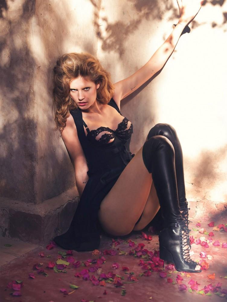 Nadja Bender pose pour le magazine Vogue Espagne Février 2015