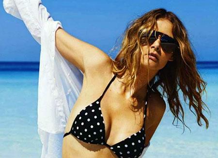 Flavia de Oliveira pose pour le magazine ELLE Argentine