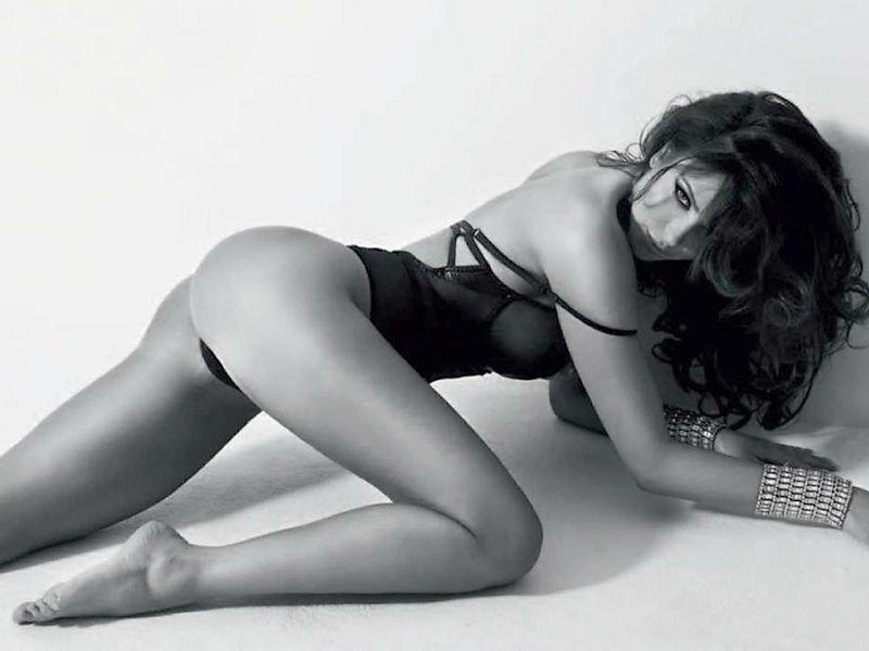 Monika Pietrasinska pose nue pour un shooting photo 01
