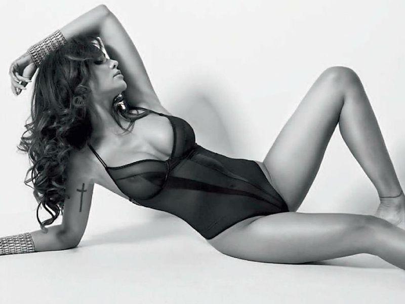 Monika Pietrasinska pose nue pour un shooting photo 02
