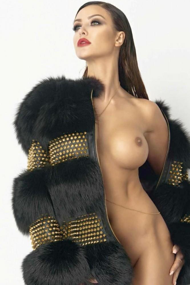 Monika Pietrasinska pose nue pour un shooting photo 03
