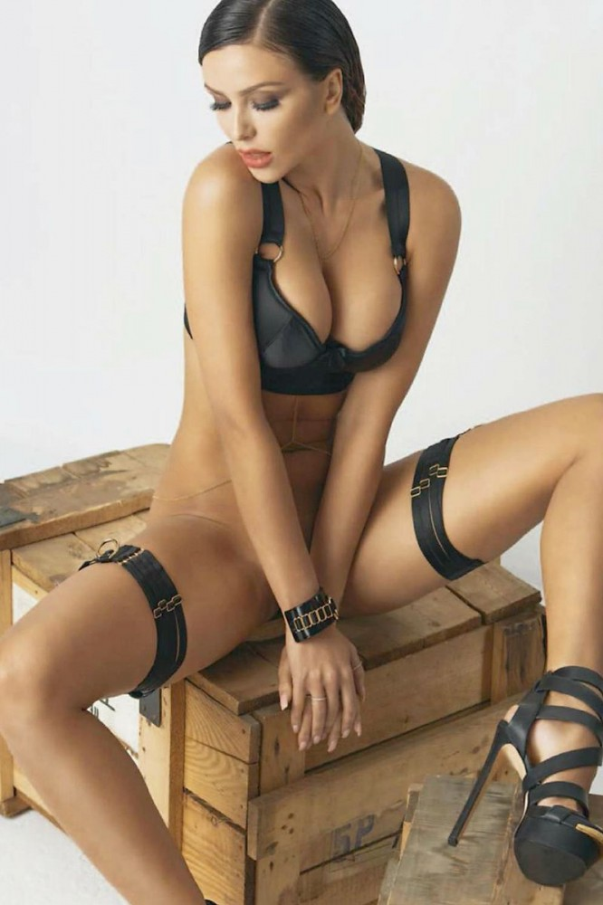 Monika Pietrasinska pose nue pour un shooting photo 07