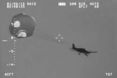 Un pilote sauvé par le parachute de son avion