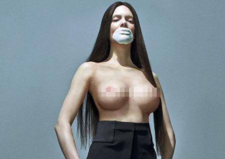 Les 'boobs' de Kendall Jenner surgonflés pour Love Magazine