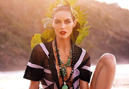 Hilary Rhoda pose pour Vogue Japon de Mai 2015