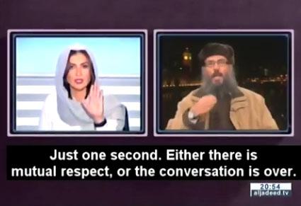 Cette journaliste fait respecter son autorité à un islamiste