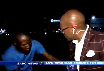 Un journaliste se fait voler en plein devant sa caméra allumée