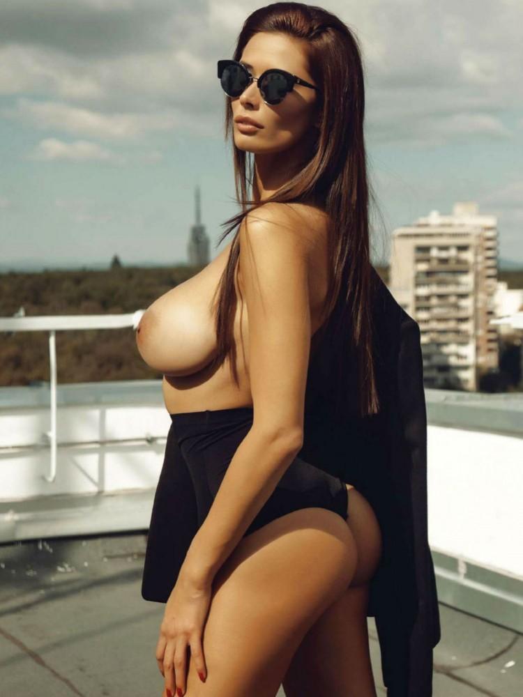 Bilyana Evgenieva nue dans le magazine Playboy grec 03