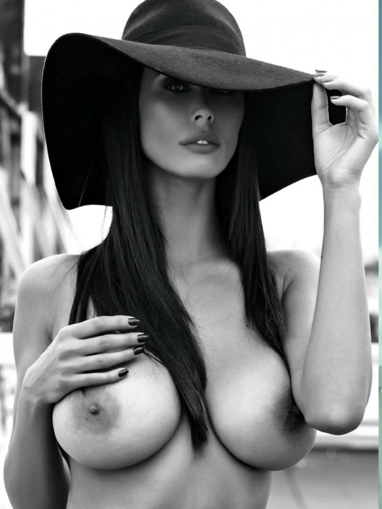 Bilyana Evgenieva nue dans le magazine Playboy grec 07