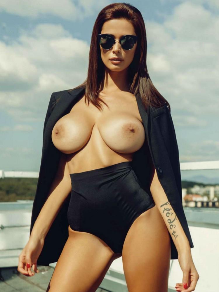 Bilyana Evgenieva nue dans le magazine Playboy grec 10
