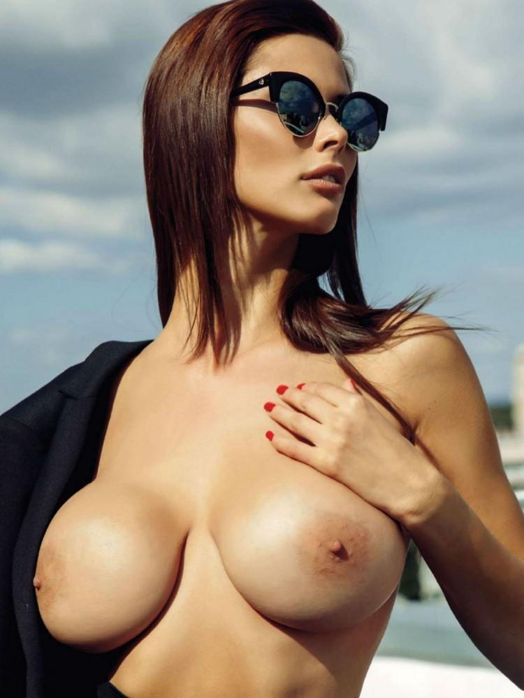 Bilyana Evgenieva nue dans le magazine Playboy grec 12