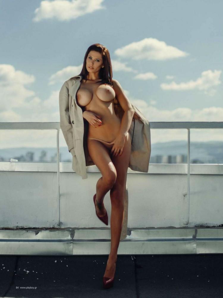 Bilyana Evgenieva nue dans le magazine Playboy grec 17