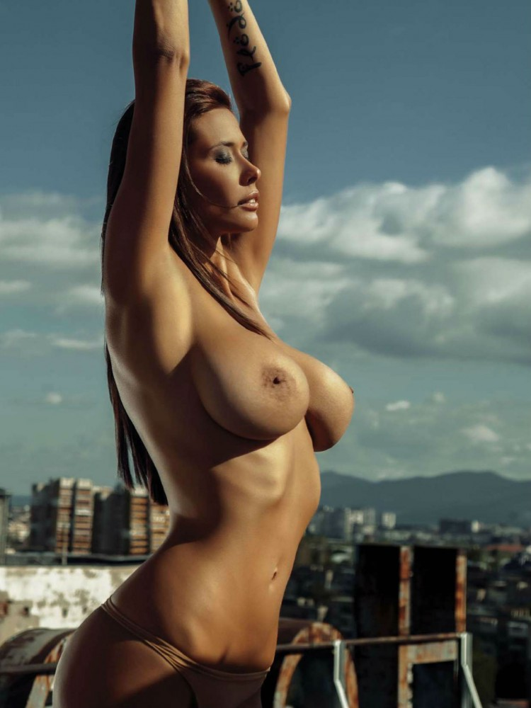 Bilyana Evgenieva nue dans le magazine Playboy grec 18