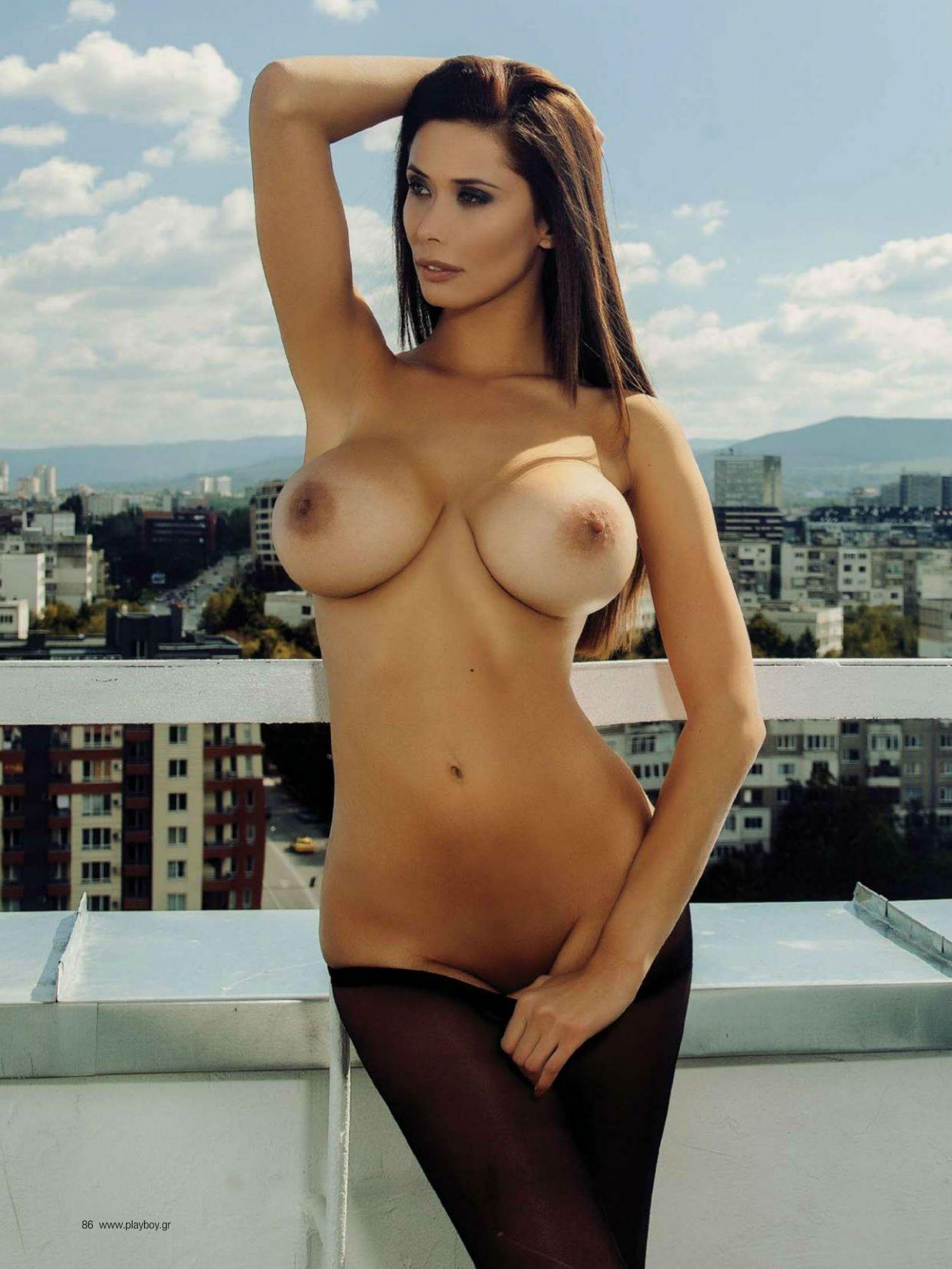 Bilyana Evgenieva pose nue pour le magazine Playboy grec