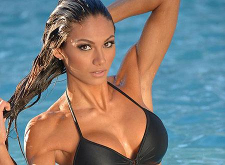 Janet Layug, la prof de fitness musclée et sexy