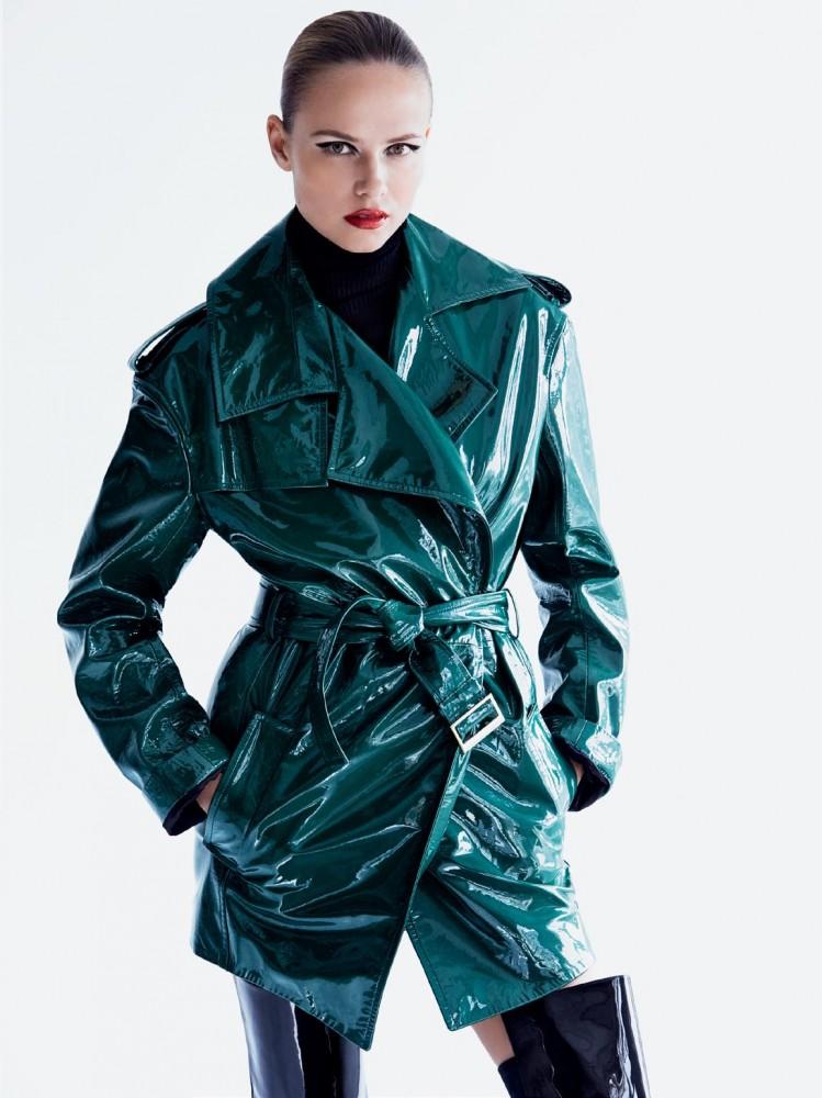 Natasha Poly pose pour le magazine Vogue Russie