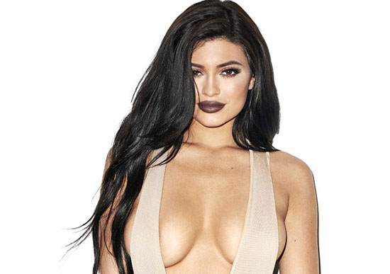 Kylie Jenner fête ses 18 ans en posant pour Galore